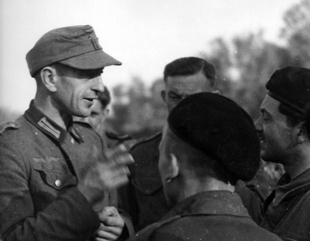 Polski żołnierz Wehrmachtu wzięty do niewoli przez 1. Dywizję Pancerną generała Maczka w Normandii (domena publiczna).