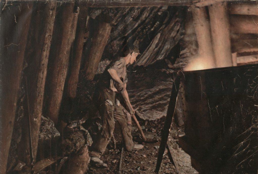 Za swoją ciężką i niebezpieczną pracę górnicy mogli liczyć na dobre zarobki domena publiczna).