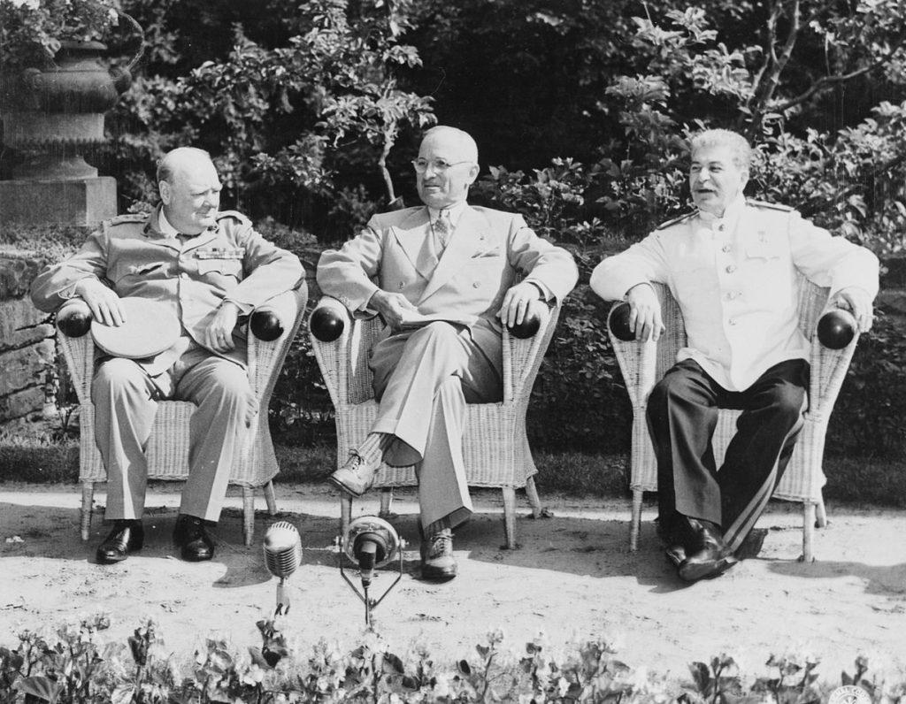 Churchill na konferencji w Poczdamie (domena publiczna).