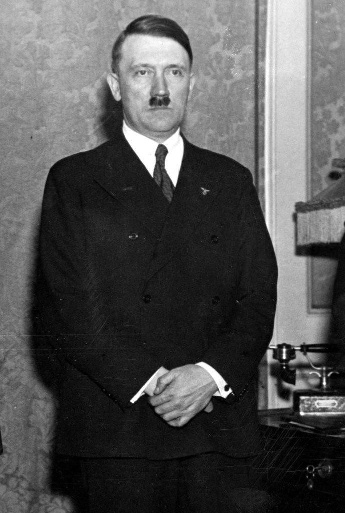 Dochodząc do władzy Adolf Hitler obiecywał robotnikom znaczną poprawę warunków życiowych. Czy faktycznie tak się stało (domena publiczna).