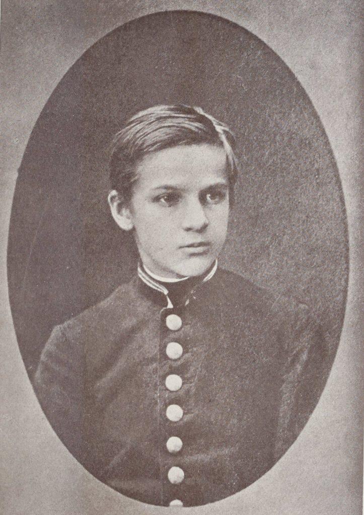 Józef Piłsudski na zdjęciu z okresu nauki w wileńskim gimnazjum (domena publiczna).