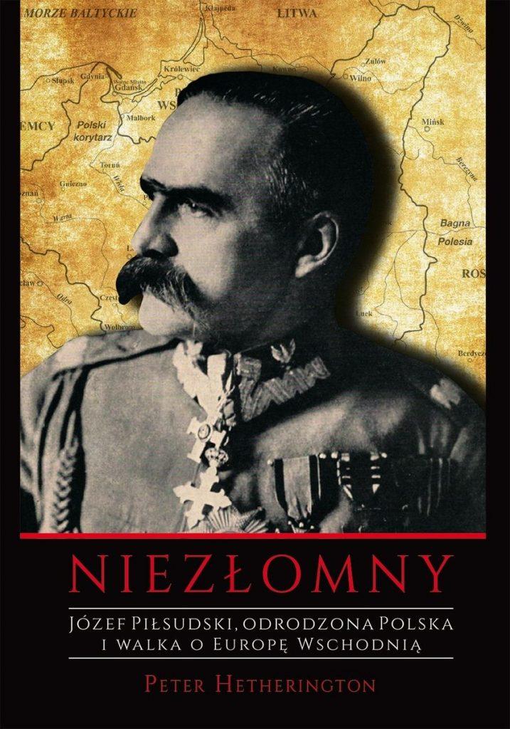 Artykuł stanowi fragment książki Petera Hetheringtona pt.  Niezłomny. Józef Piłsudski. Odrodzona Polska i walka o Europę Wschodnią (AMF Plus Group 2020).