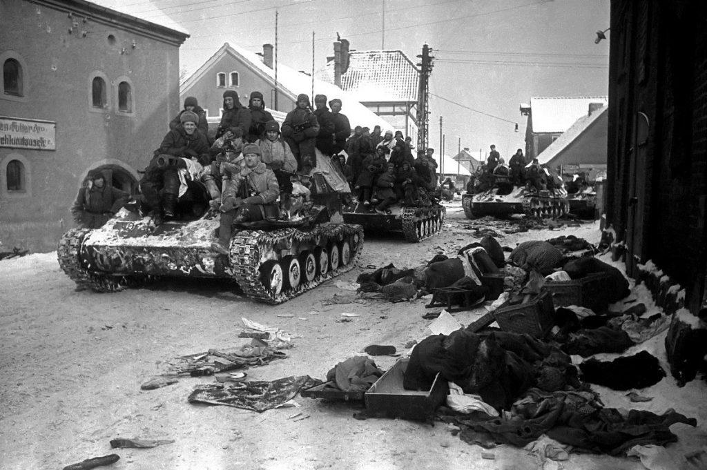 Prący na zachód czerwonoarmiści zgwałcili dziesiątki. a być może setki tysięcy Polek (Mil.ru/ CC-BY-SA 4.0).