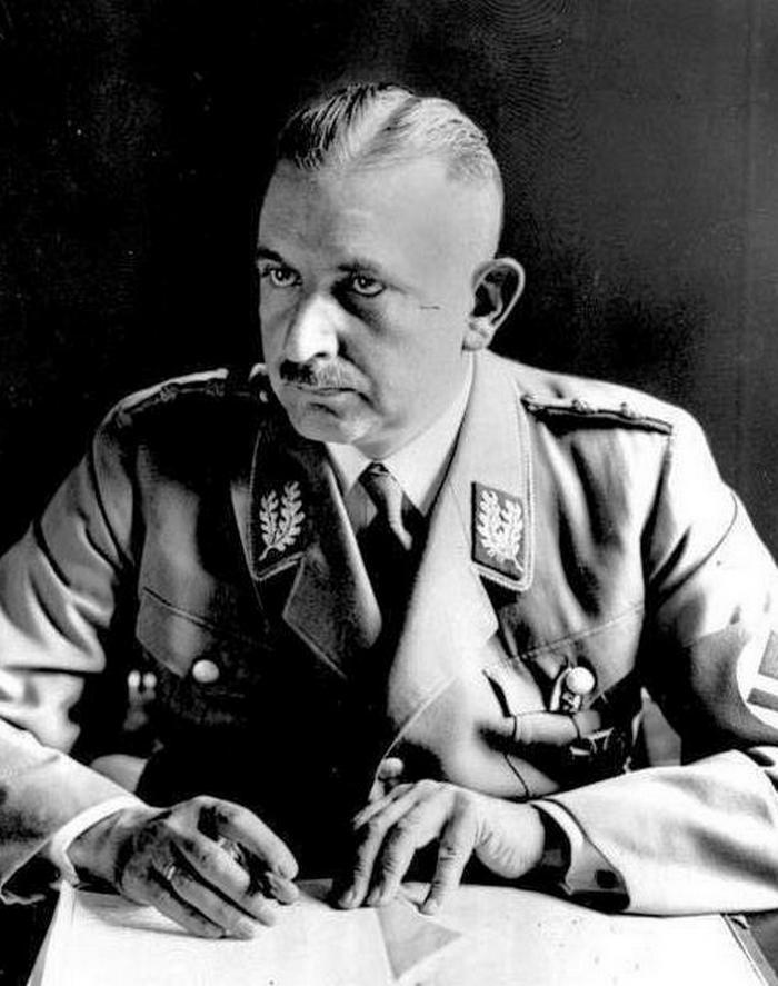 Bernhard Rust na zdjęciu z 1934 roku (Bundesarchiv/CC-BY-SA 3.0).