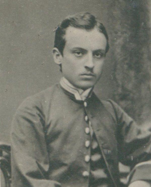 Henryk Sienkiewicz na zdjęciu wykonanym w czasach studenckich (domena publiczna).