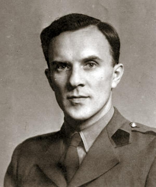 Józef Kosacki na zdjęciu z okresu II wojny światowej (domena publiczna).