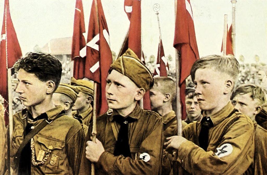 Naziści indokrytnowali dzieci od najmłodszych lat (domena publiczna).