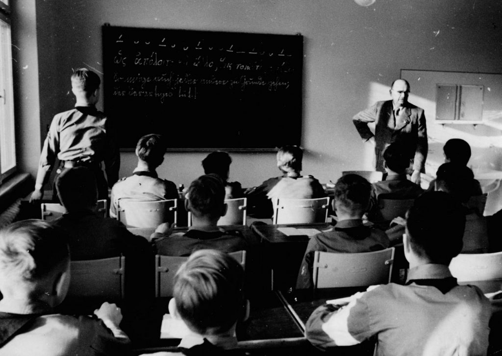 Nazistowska szkoła przygotowywała przyszłych żołnierzy, gotowych podbijać, rabować i eksterminować (domena publiczna).