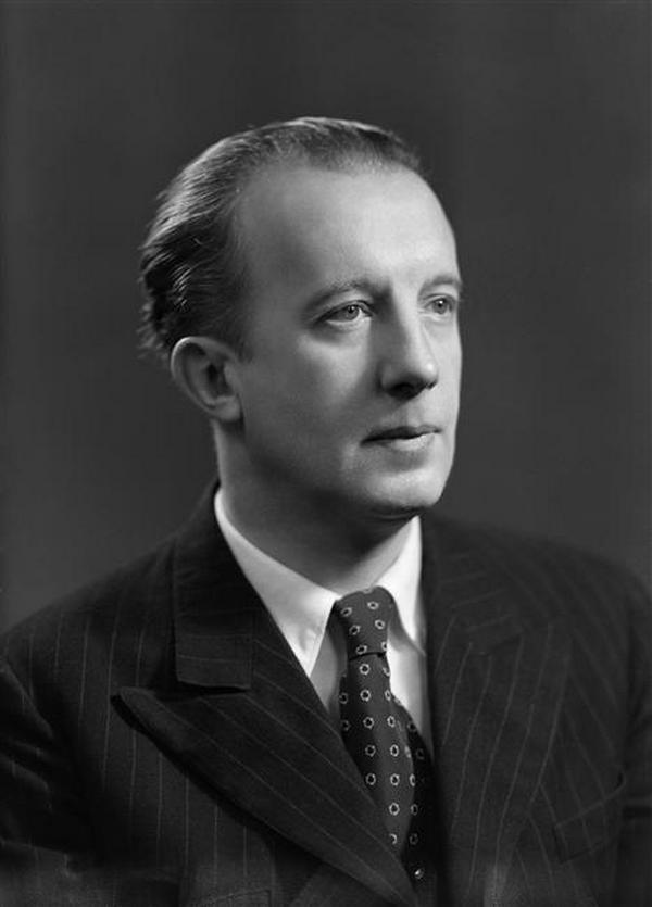 Pierwszym mężem Gali był poeta Paul Eluard. Tutaj na zdjęciu z około 1945 roku (domena publiczna).