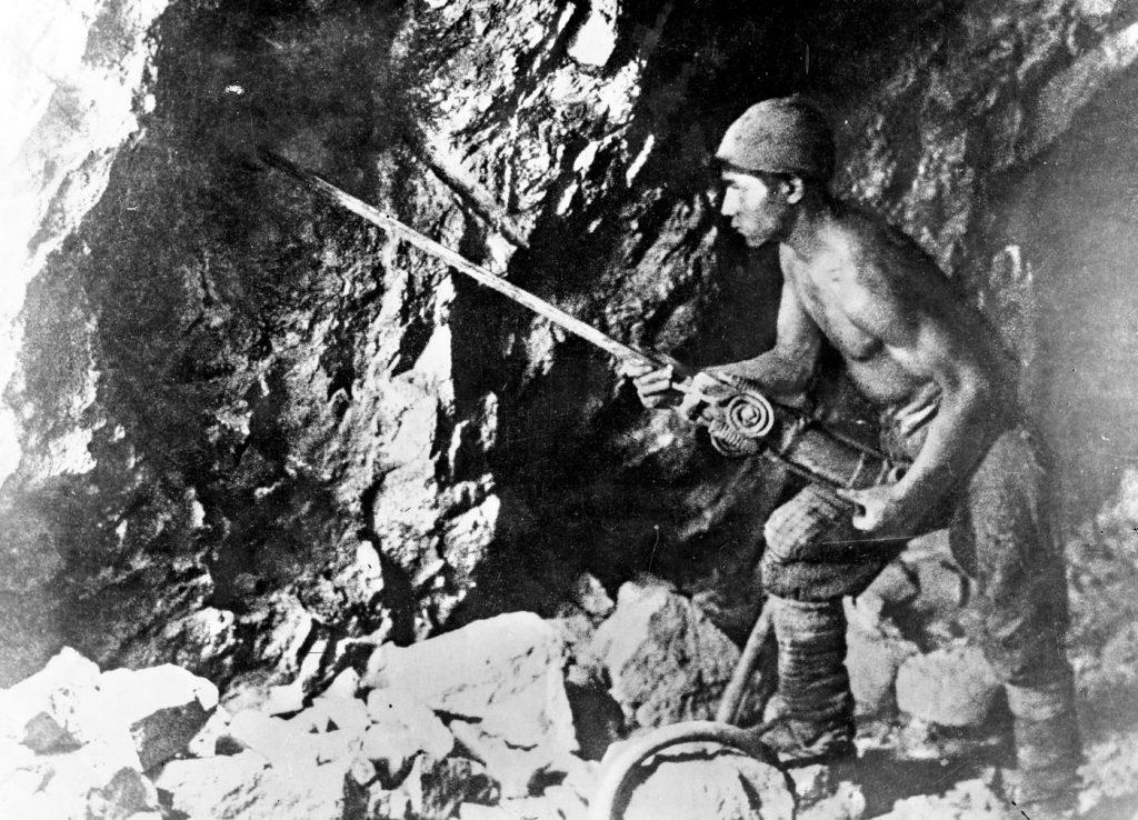 Przed wojną węgiel naprawdę był czarnym złotem (domena publiczna).
