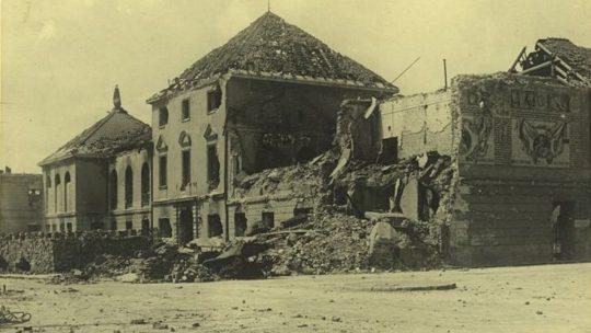 Zniszczone Archiwum Miejskie w Warszawie.