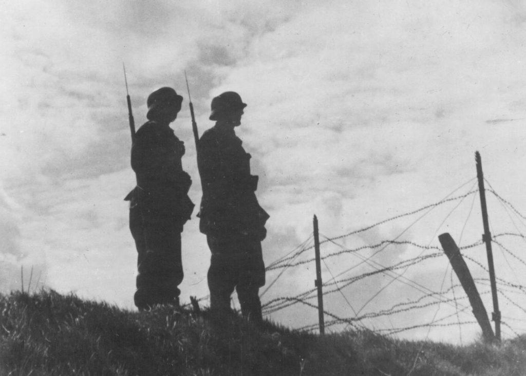 Cześć poborowych z terenów wcielonych do Rzeszy szybko przywykła do żołnierskiej codzienności (domena publiczna).