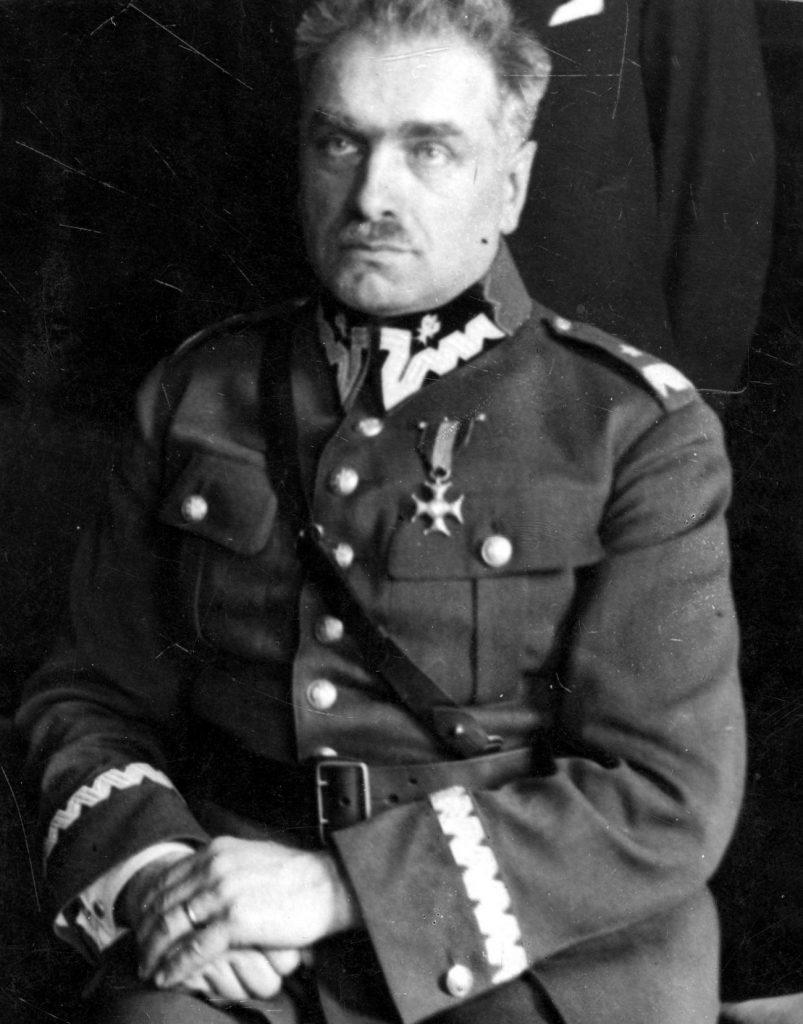 Generał Felicjan Sławoj-Składkowski na zdjęciu z 1930 roku (domena publiczna).