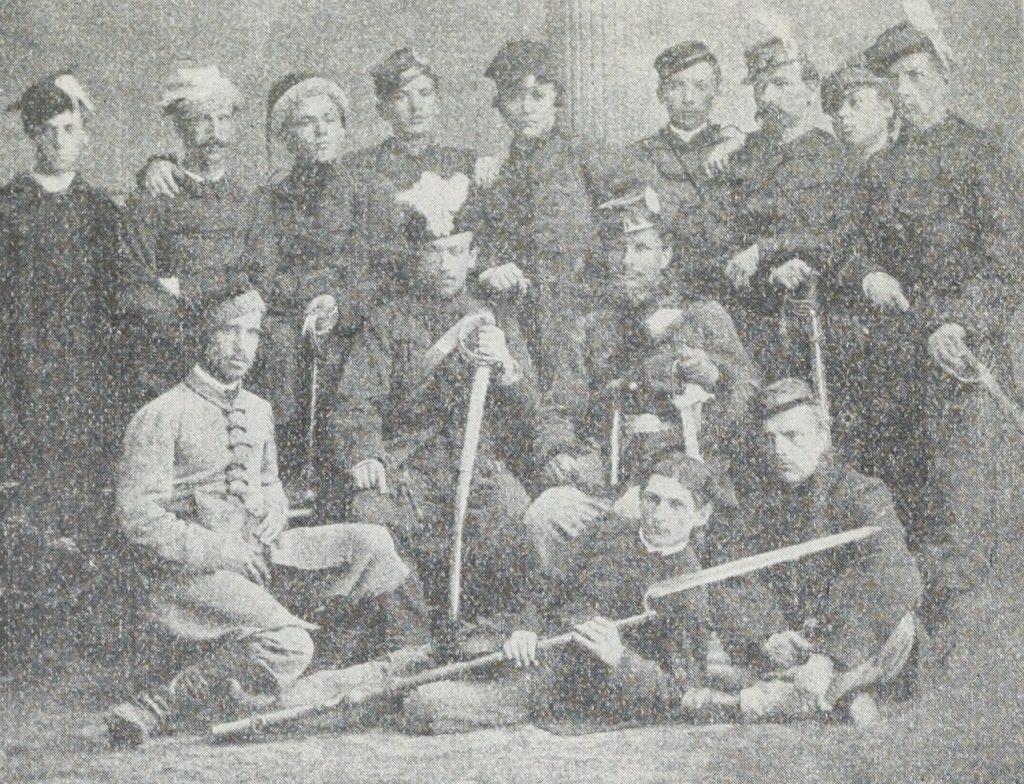Grupa powstańców styczniowych. Zdjęcie z 1863 roku (domena publiczna).