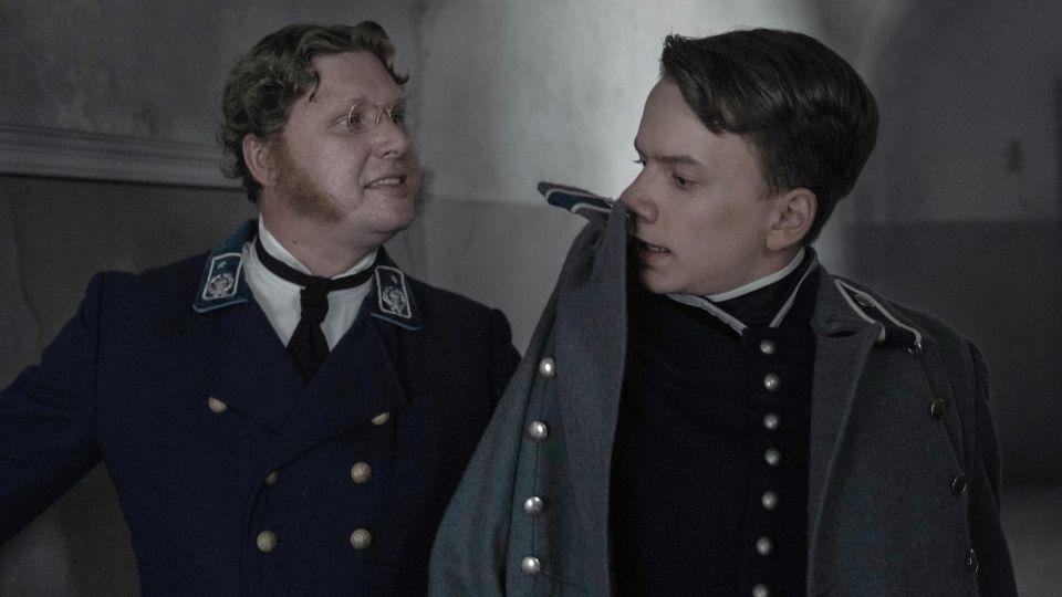 """Jakub Dyniewicz jako młody Józef Piłsudski. Kadr z serialu """"Ziuk""""."""