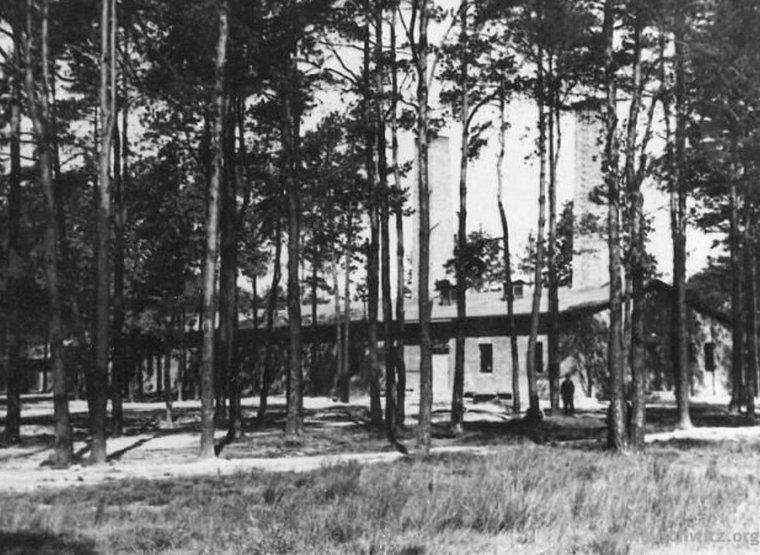 Krematorium nr IV. Zdjęcie sprzed 1945 roku (domena publiczna).