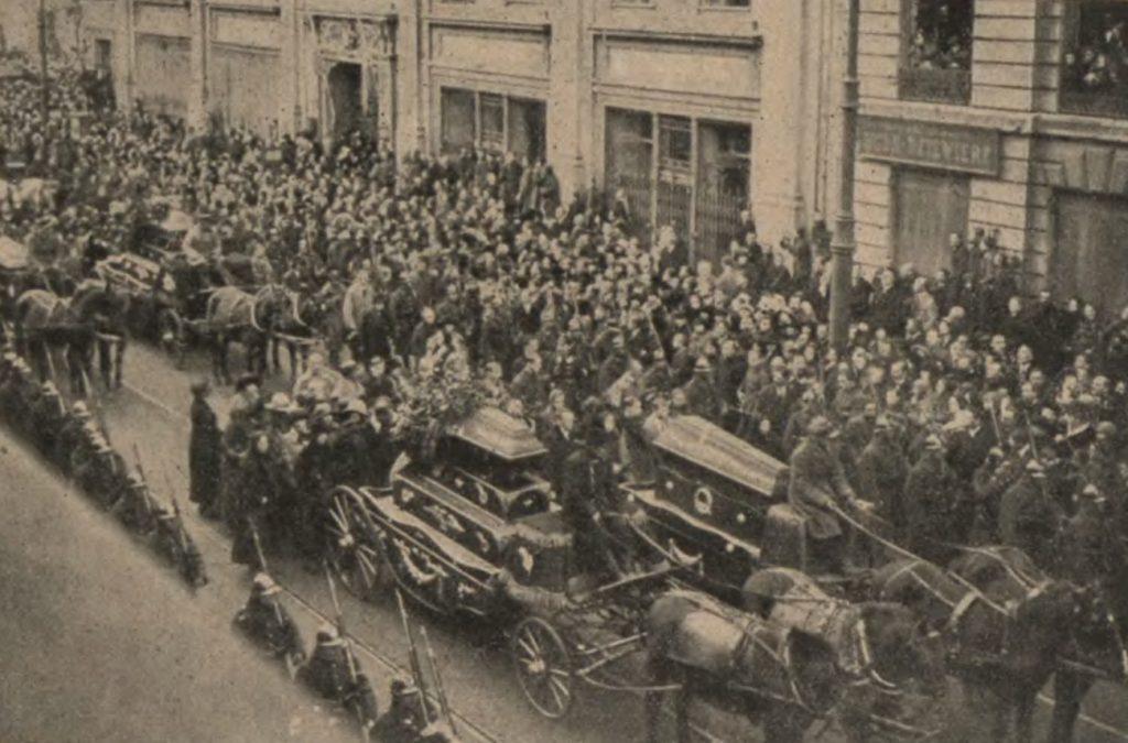 Pogrzeb ofiar wybuchu (domena publiczna).