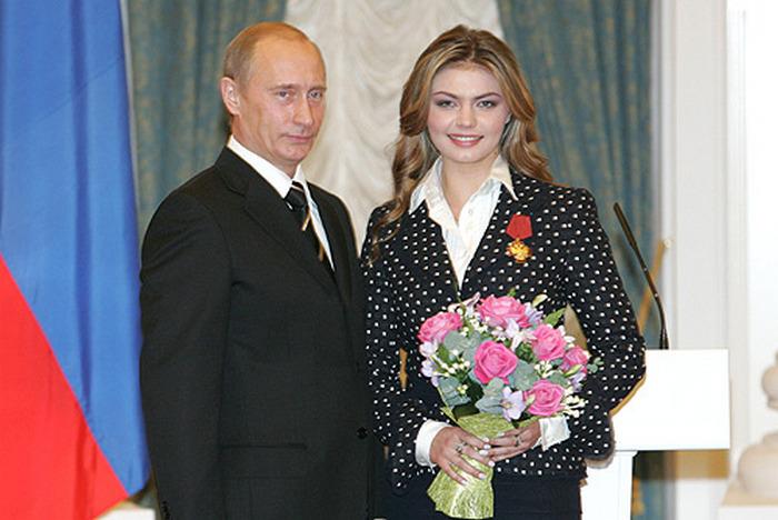 Putin i Alina Kabajewa na zdjęciu z 2005 roku (Kremlin.ru/CC BY 3.0).