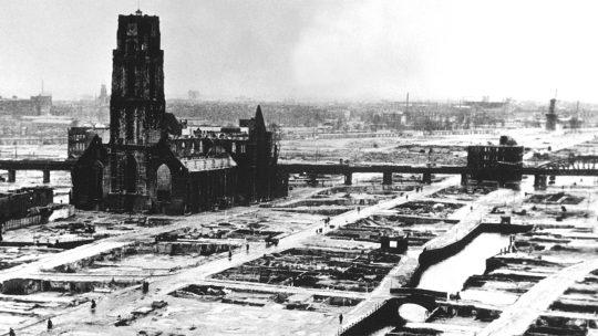 Rotterdam po niemieckim bombardowaniu w 1940 roku.