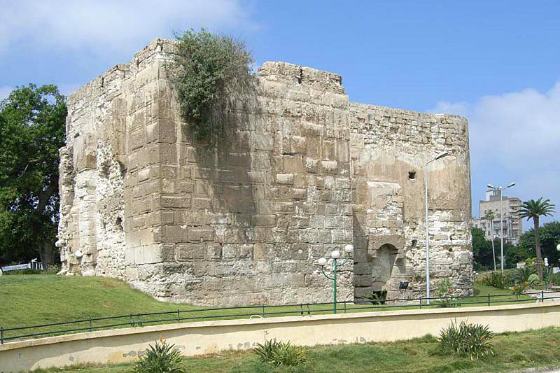 Ruiny północnej wieży, stanowiącej jeden z elementów umocnień Aleksandrii (Roland Unger/CC BY-SA 3.0).
