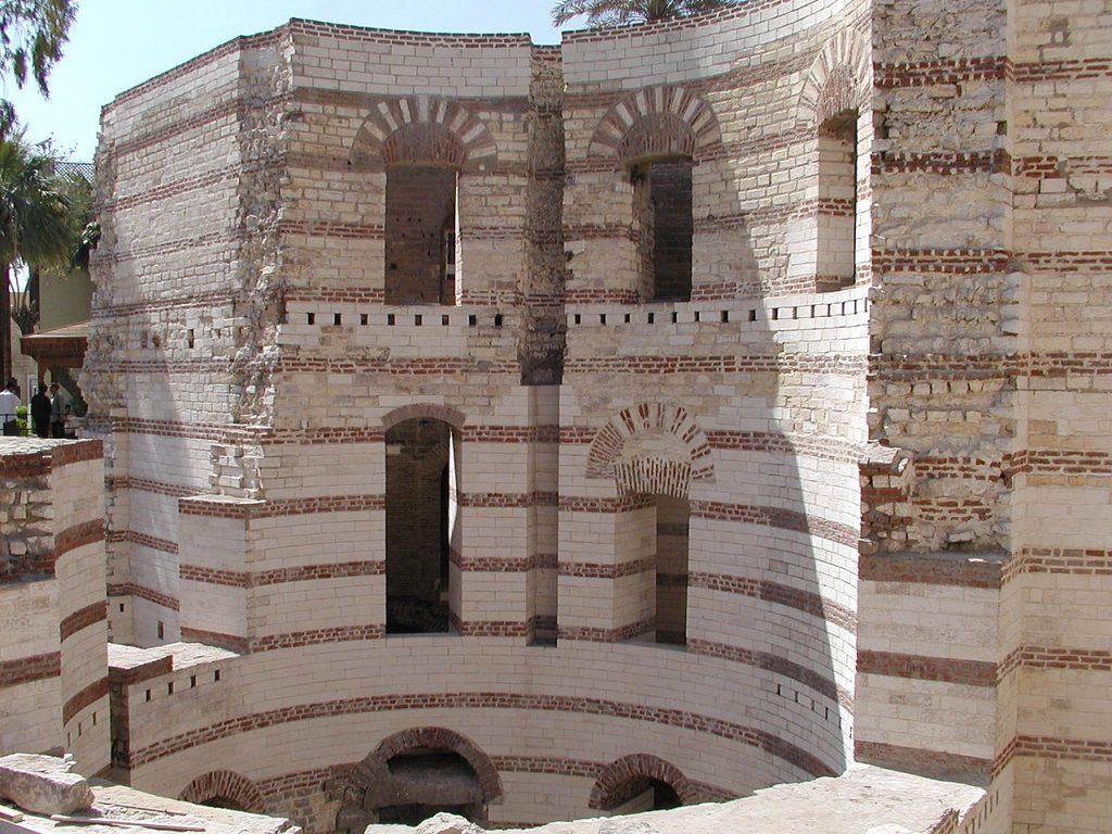 Ruiny twierdzy Babylon (Néfermaât/CC BY-SA 2.5).
