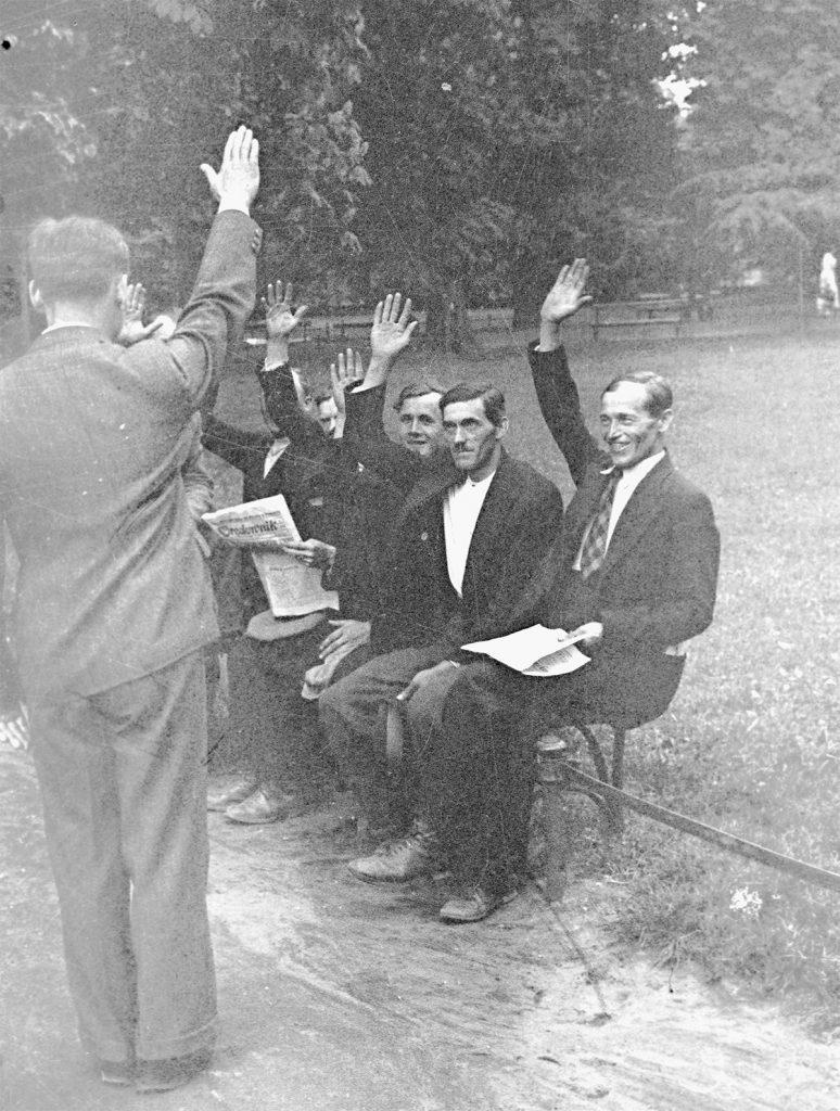 Uczestnicy wyprawy myślenickiej przed procesem. Rok 1937.