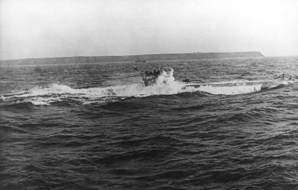 W począkowym okresie wojny Royal Navy była bardzo nieskuteczna w zwalczaniu U-Bootów (domena publiczna).