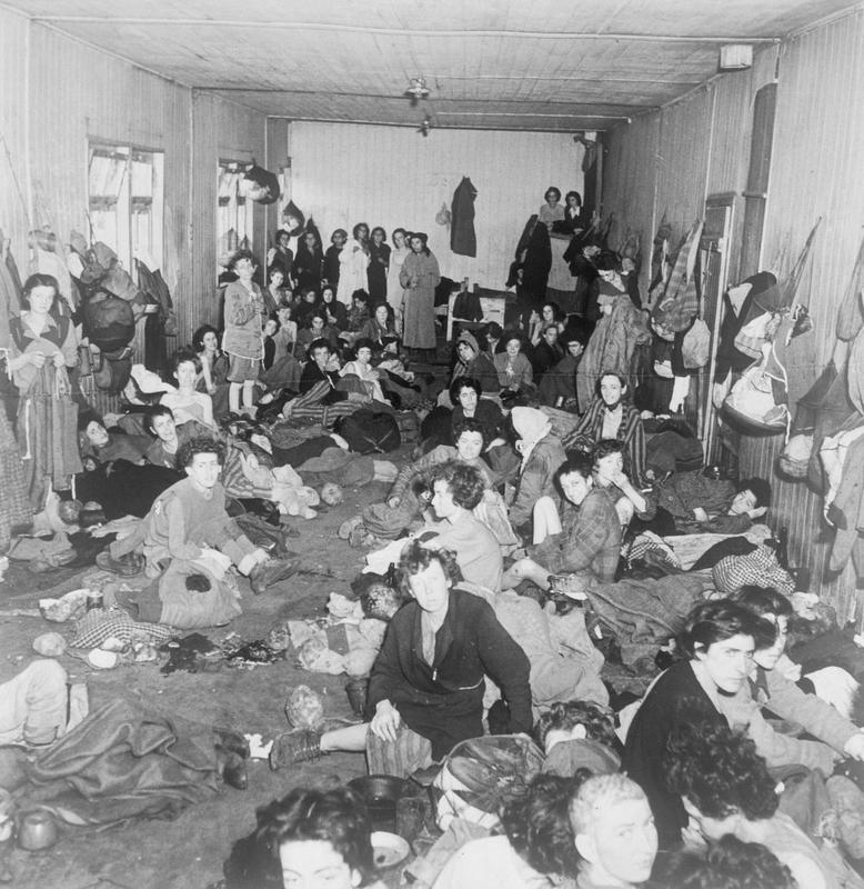 Wśród dipisów było wielu byłych więźniów niemieckich obozów koncentracyjnych. Na zdjęciu ocaleni z Bergen-Belsen (domena publiczna).