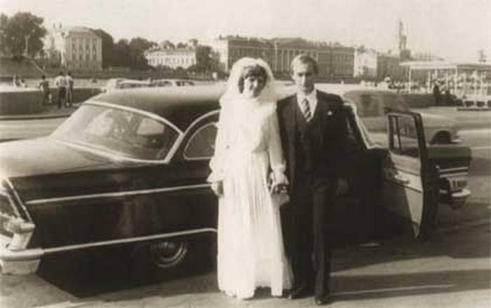Zdjęcie ślubne Władimira i Ludmiły Putin. Rok 1983 (Kremlin.ru/CC BY 3.0).