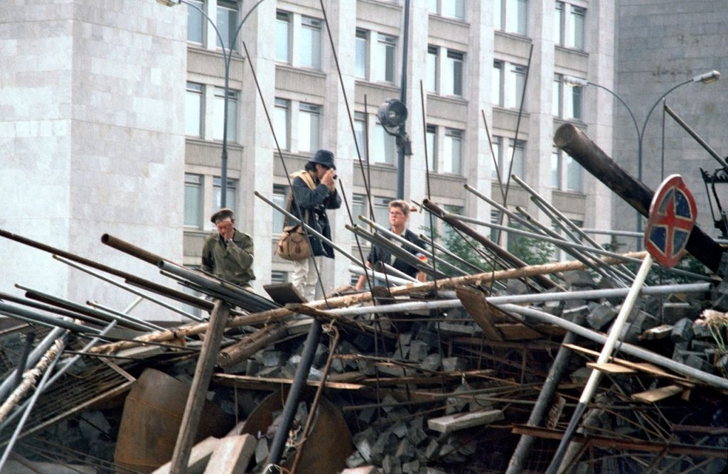 Barykada w Moskwie podczas puczu Janajewa. 22 sierpnia 1991.