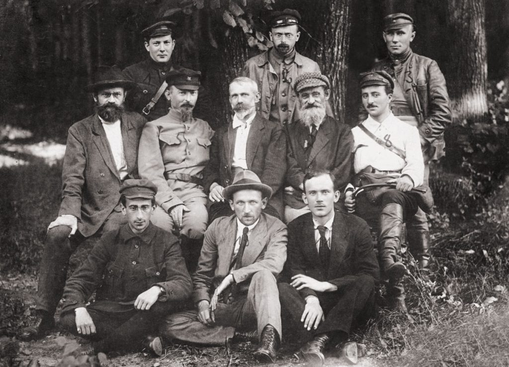 Członkowie Tymczasowy Komitet Rewolucyjny Polski na początku sierpnia 1920. To oni mieli stać na czele Polskiej Republiki Rad (domena publiczna).