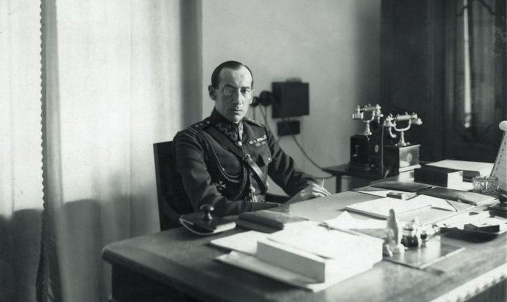 Józef Beck przy pracy jako minister spraw zagranicznych.