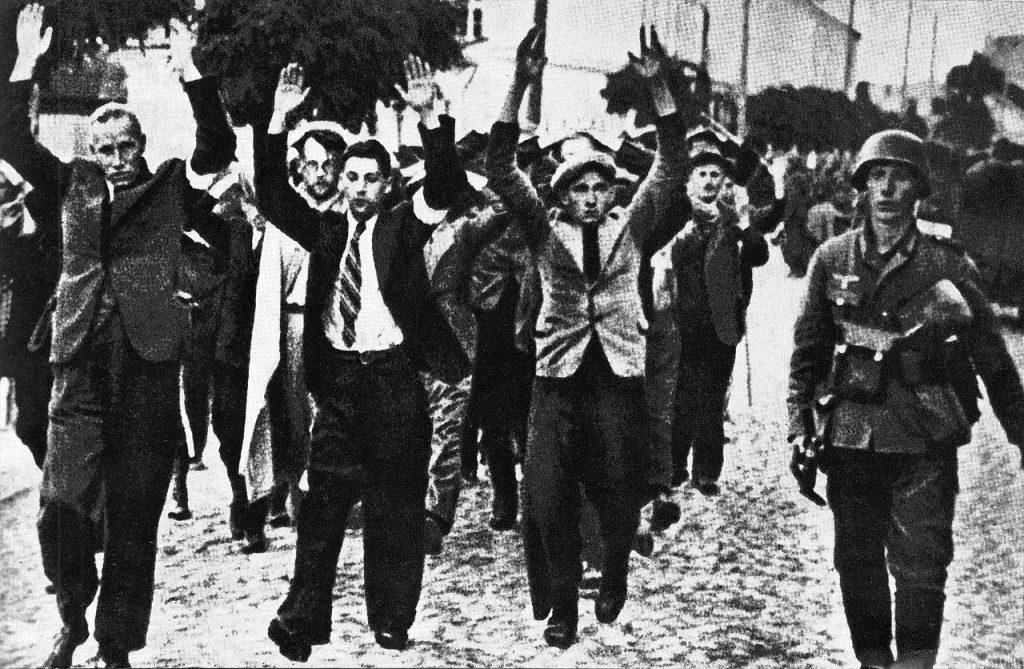 Po rozporządzeniu Franka z października 1943 roku w Warszawie nie nie było dnia bez łapanek i egzekucji (domena publiczna).