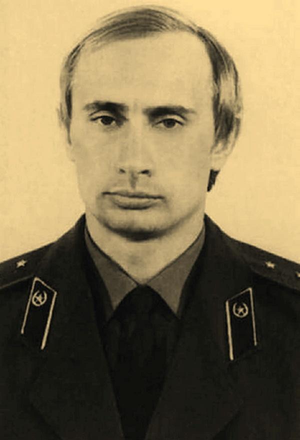 Putin na zdjęciu z około 1980 roku (Kremlin.ru/CC BY 3.0).