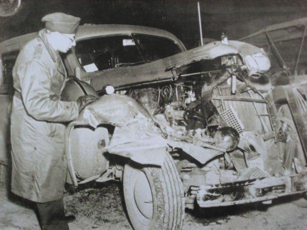 Rozbity cadillac, kórym podróżował 9 grudnia 1945 roku generał George S. Patton (domena publiczna).