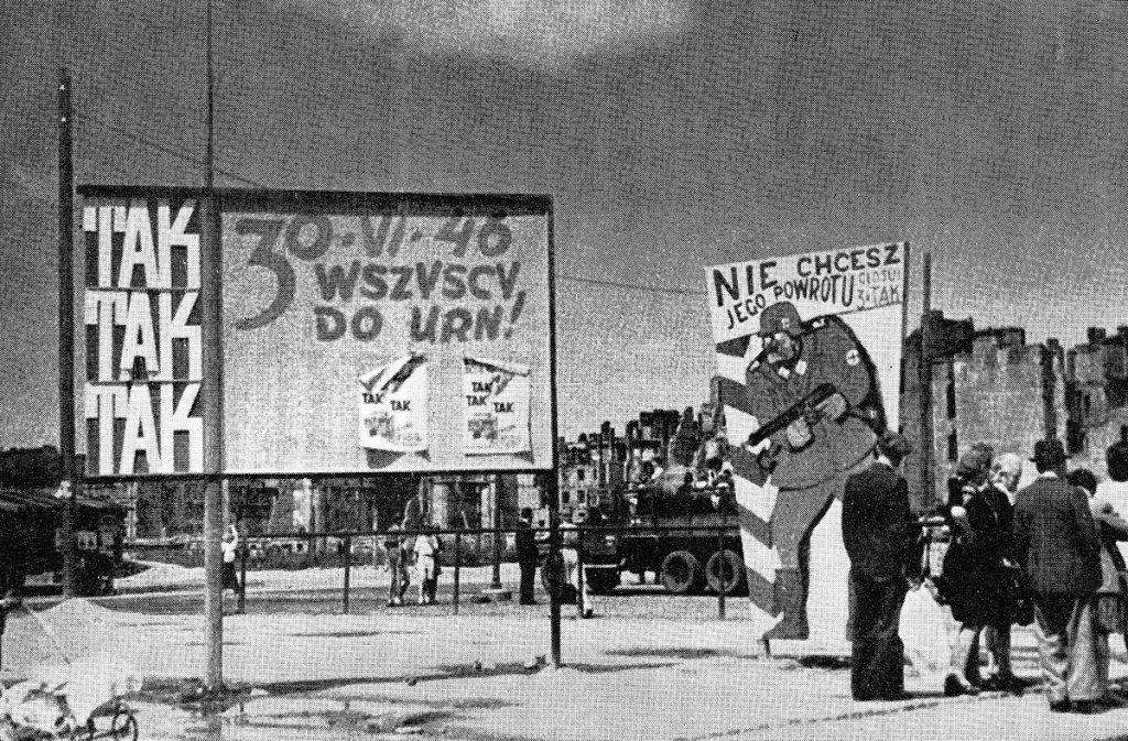 Tablice agitacyjne przed referendum z czerwca 1946 roku (domena publiczna).