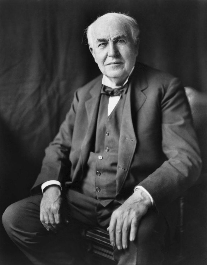 Thomas Edison na zdjęciu wykonanym ok. 1922 roku.