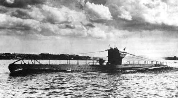 U-100 na zdjęciu z 1940 roku (domena publiczna).