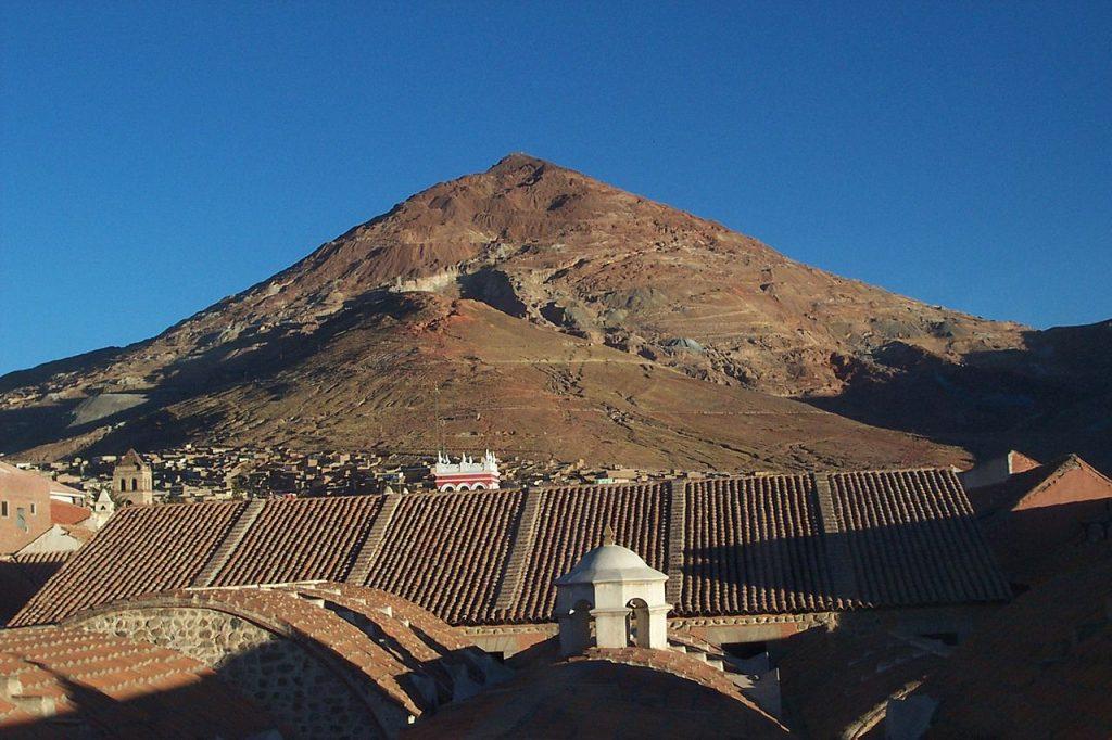 Współczesne zdjęcie Cerro Ricco (Mhwater/domena publiczna).