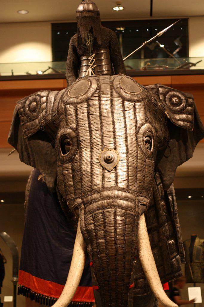 XVI-wieczna zbroja dla słonia indyjskiego w zbiorach muzeum w Leeds.