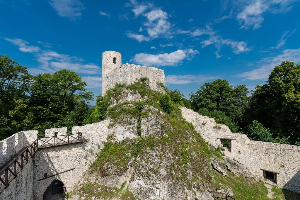 Zamek Smoleń (Pilcza) na współczesnej fotografii.