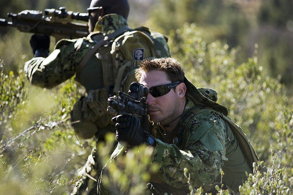 Żołnierze Navy Seals podczas szkolenia.