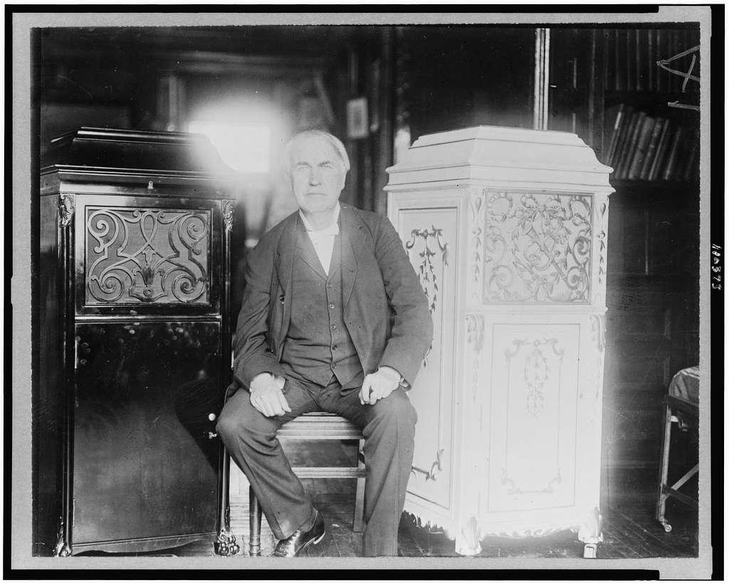 Thomas Edison rozświetlający mroki... rzekomo.