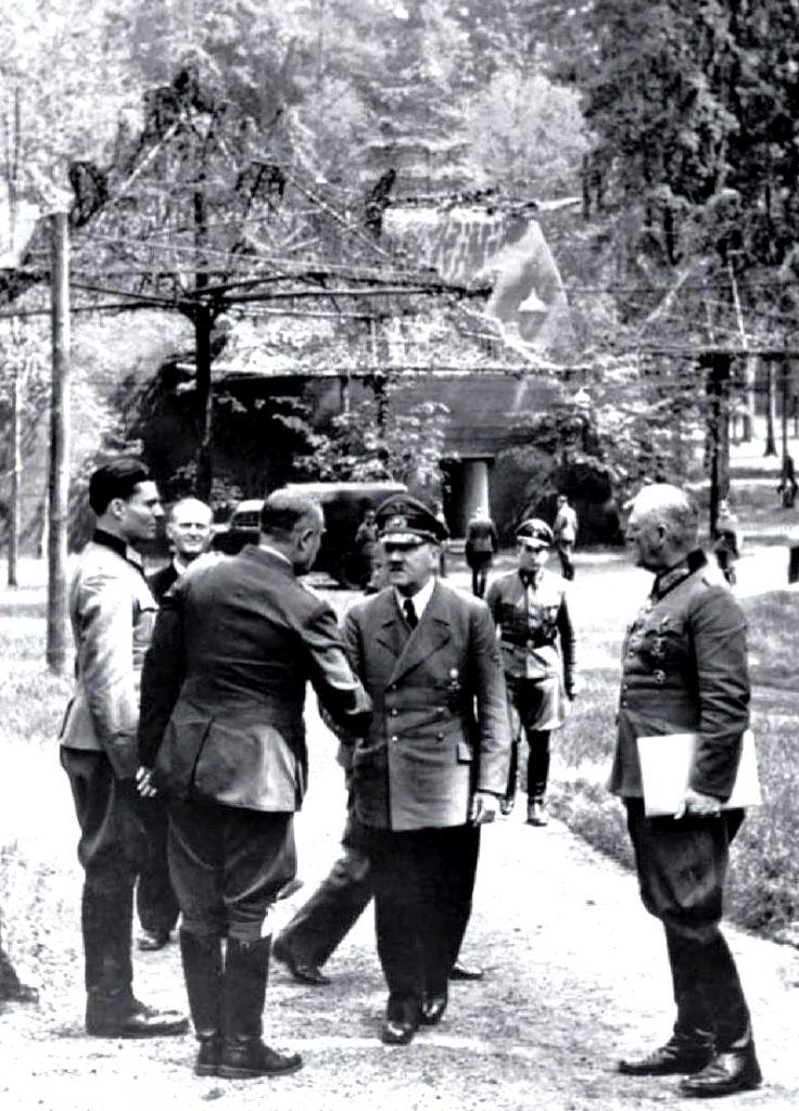 Adolf Hitler w Wilczym Szańcu 15 lipca 1944 roku.