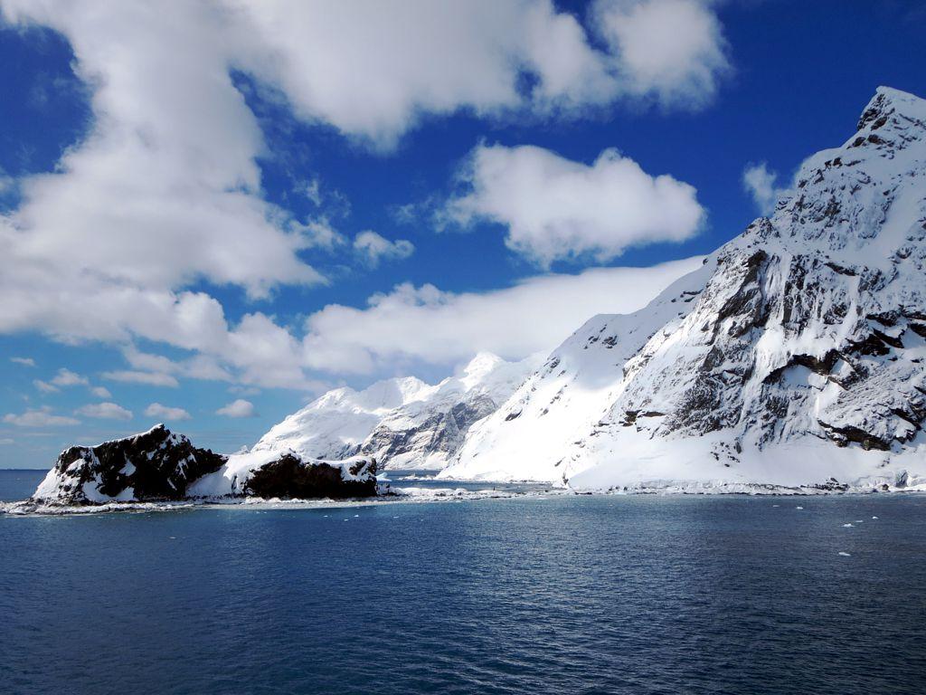 Fragment wybrzeża Wyspy Słoniowej. To w to miejsce dotarli Shackleton i jego ludzie (David Stanley/CC BY 2.0).