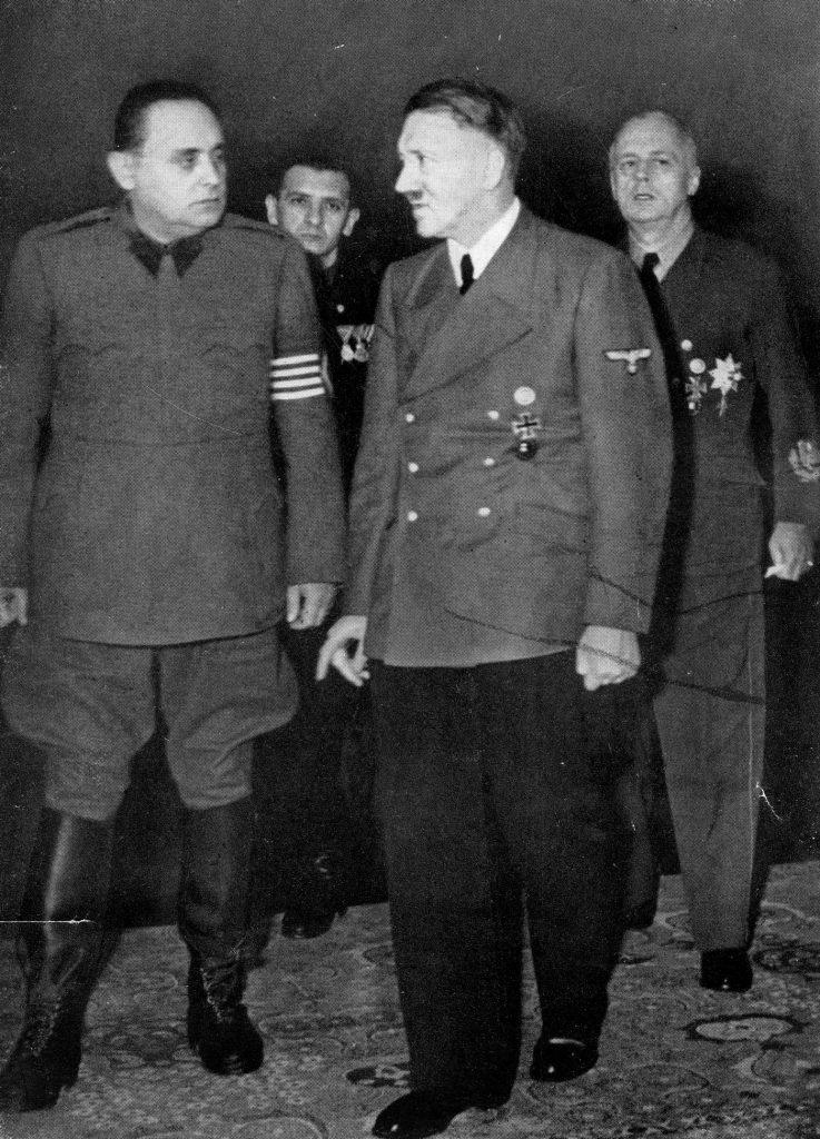 Hitler (tutaj na zdjęciu z grudnia 1944 roku) niemal do samego końca wierzył, że Niemcy mają szansę wygrać II wojnę światową (domena publiczna).
