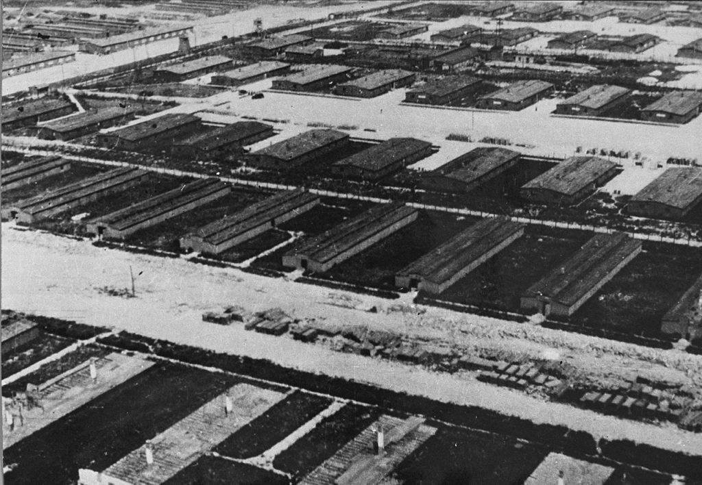 Majdanek na zdjęciu z czerwca 1944 roku (domena publiczna).