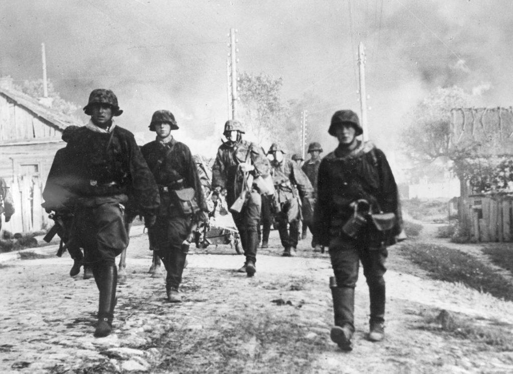 Mengele służyszł w szeregach Waffen SS na froncie wschodnim (domena publiczna).