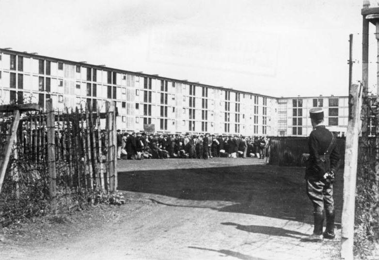 Obóz internowania Drancy. Fotografia z 1941 roku.