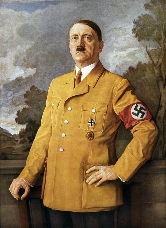 Staje Hitler przed swoim portretem...